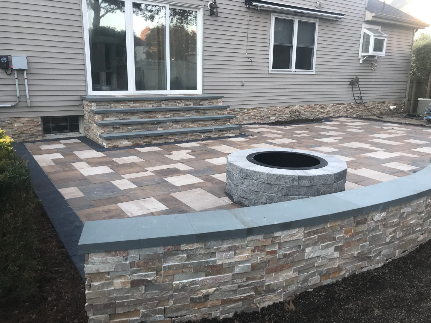 Seating wall & Fire pit