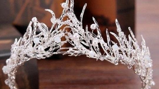 Coroa de Noivas em Pedrarias e Pérolas - Modelo Cristais de gelo