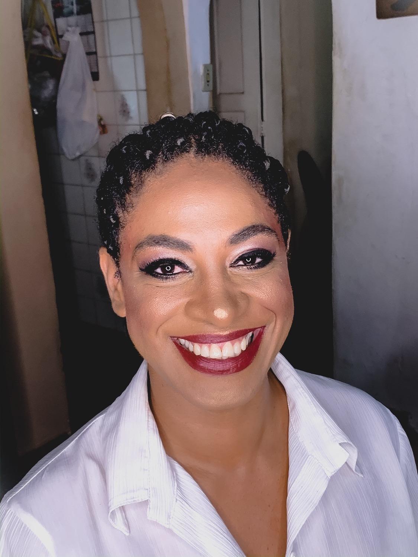 maquiadora especializada em pele neg