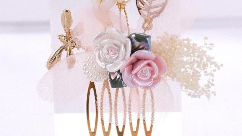 Pente Lauren - Dourado e com Flores em Porcelana Fria