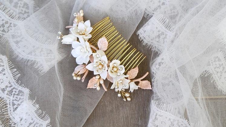 Pente em Base Dourada com Flores de Porcelana Fria e Strass - Witney