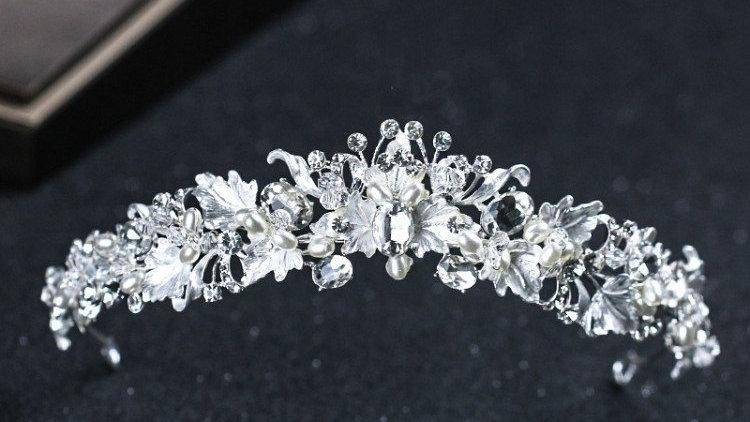 Coroa estilo Barroco em strass e com base prata - Madelene