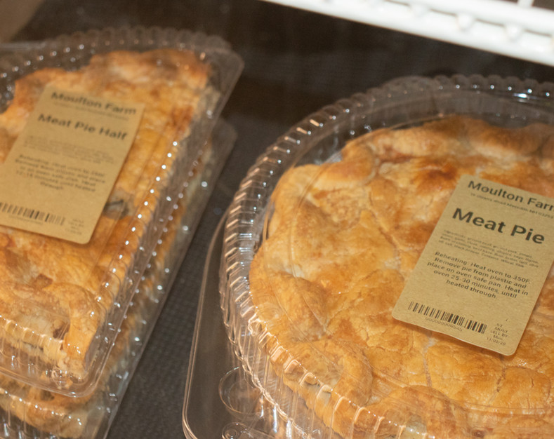 farm kitchen meat pie half and whole .jp