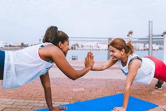 Frauen beim CrossFit Workout