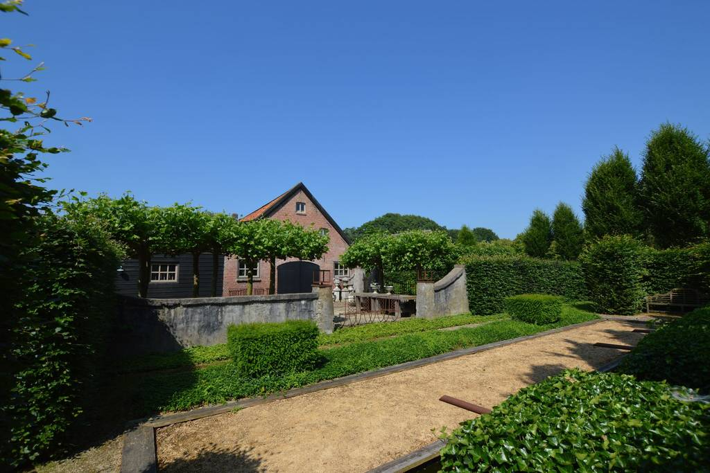 Bauerhaus, Außenansicht, Garten, Tor