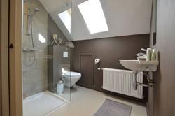 Bad 4, Waschbecken, Dusche, Toilette