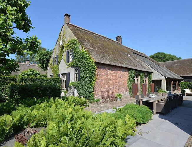 Bauernhaus mit großem Garten, Holland