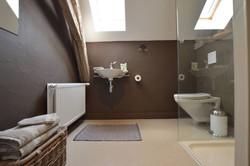 Bad 3, Waschbecken, Dusche, Toilette