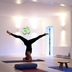 Yogabee, Yogastudio, Kopfstand