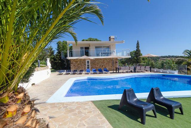 10-bedrooms-villa-sant-eloi-spain-travelopo-7-541cc553ab913f3758e6fb6758c5a316