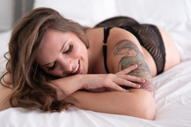 smiling-boudoir-beauty
