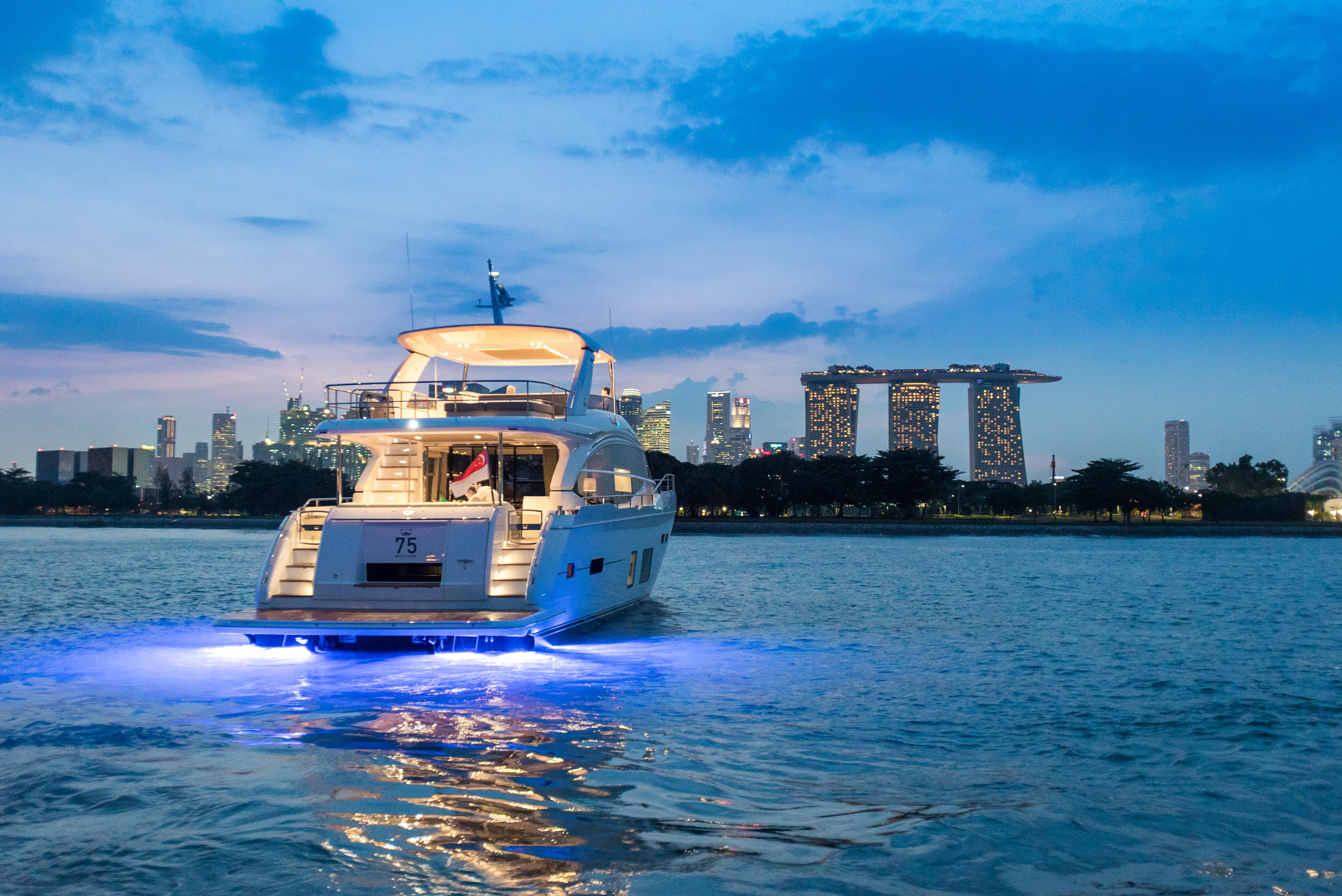 75-exterior-white-hull-4