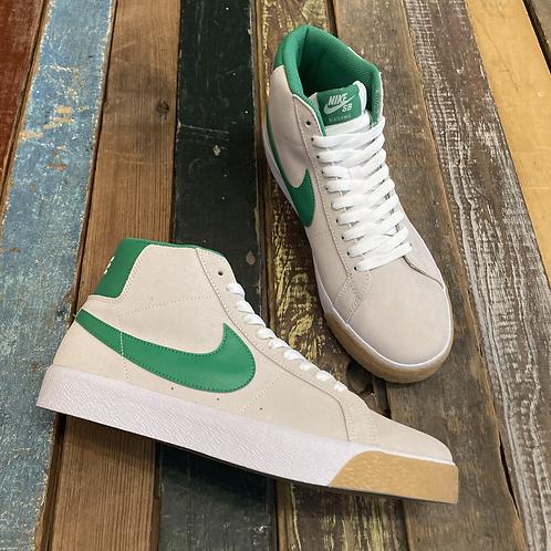 Nike SB Blazer with the green check keep you fresh