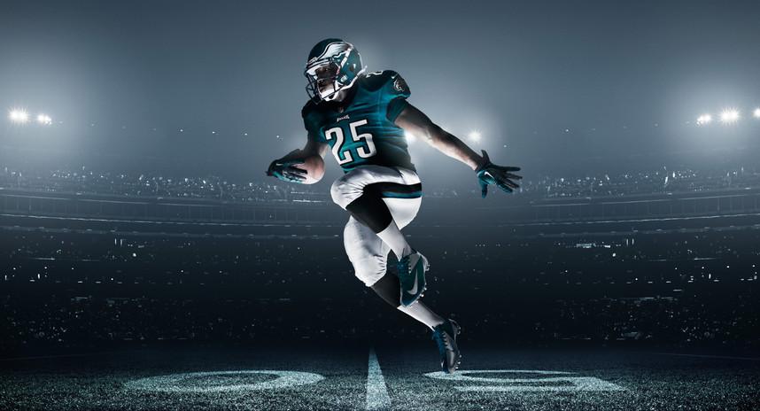 FA12_AT_MCCOY_NFL_Eagles Uniform003_TEAM