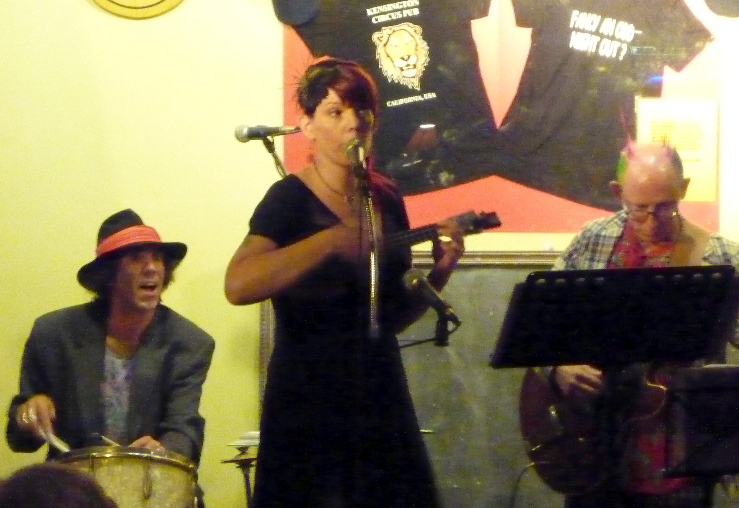 Damfino Trio Circus Pub 2011