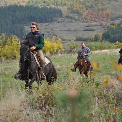 Конни преходи в планината