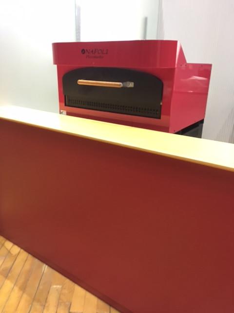 赤い四角の箱 〜はねやすめの店内〜