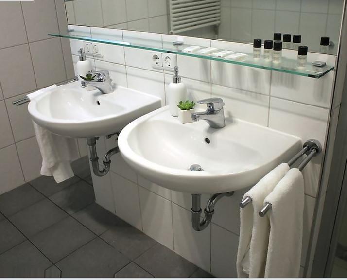 Badezimmer Waschbecken.JPG