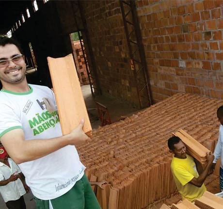 doação de telhas para povoados