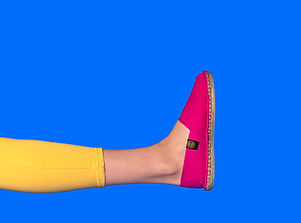 espadrilles-fushia-jambes-jaunes_1.jpg