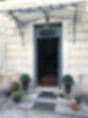 Maison d'hôtes la part des anges - entrée de la maison avec sa marquise