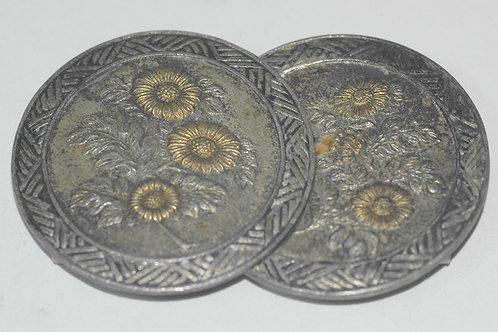 菊彫金パチン式アンティーク帯留