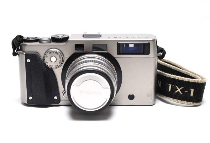 杉並区のお客様から、コンタックスやライツミノルタのフイルムカメラ、カールツァイスやニコンのレンズ等いろいらな写真機材をお買取させていただきました。