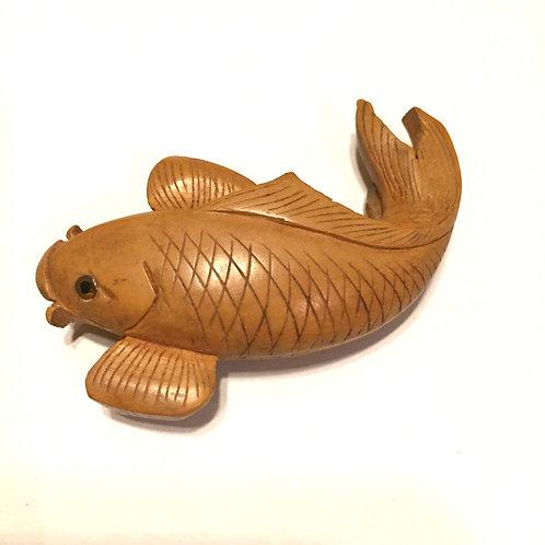 柘植鯉彫刻アンティーク帯留