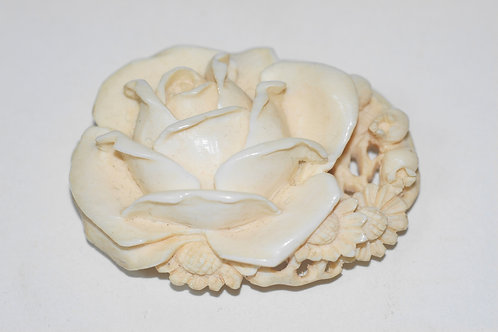 本象牙薔薇彫刻アンティーク帯留
