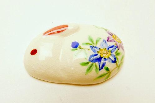 兎文草花文陶器アンティーク帯留
