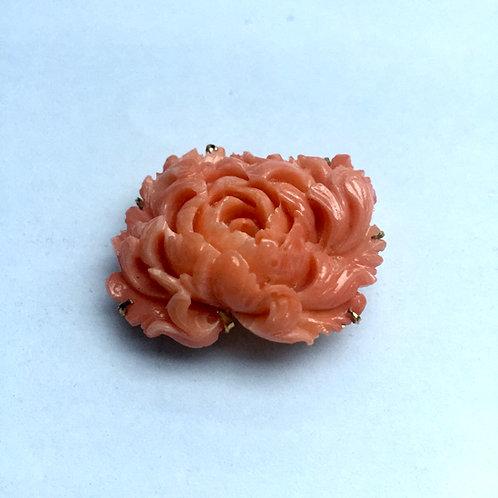 本珊瑚牡丹彫刻アンティーク帯留ブローチ