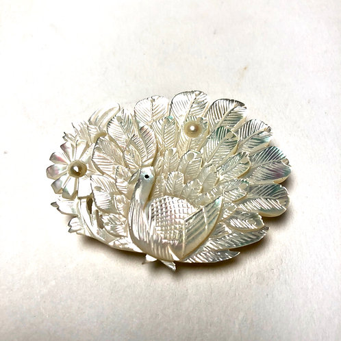 白蝶貝真珠孔雀彫刻アンティーク帯留