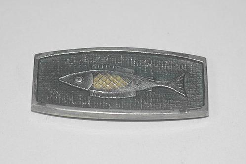 彫金魚在銘アンティーク帯留