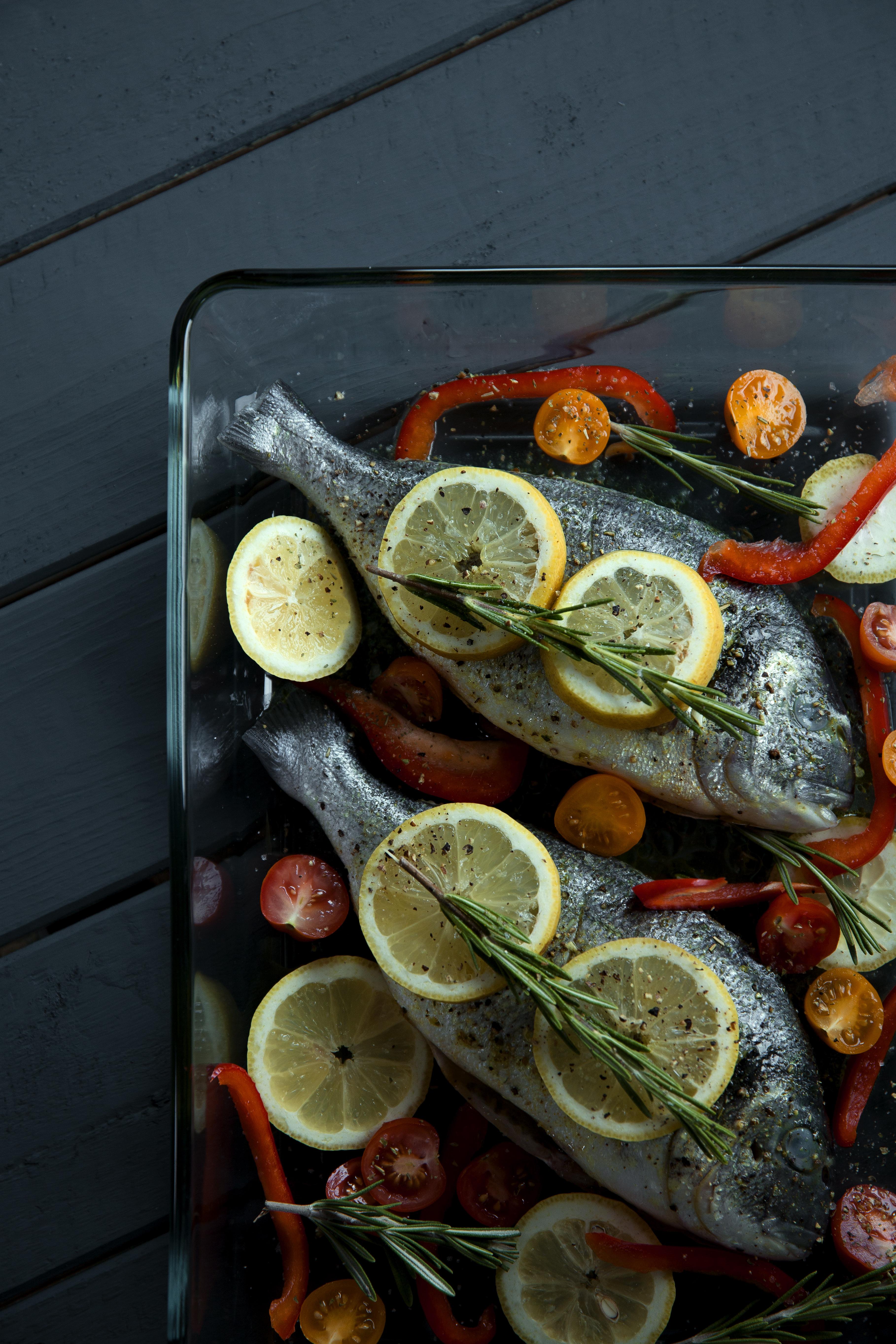 foodiesfeed.com_sea-breams-fish