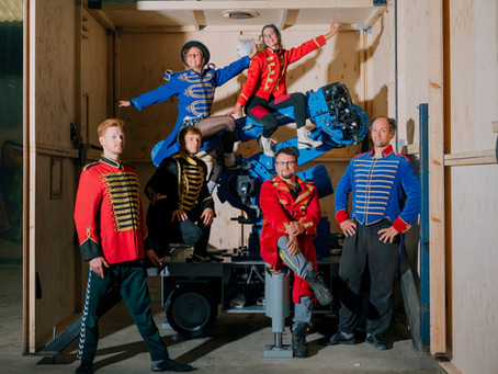 Erster   First Teaser: UliK Robotic Circus - Salto Robotale Teaser