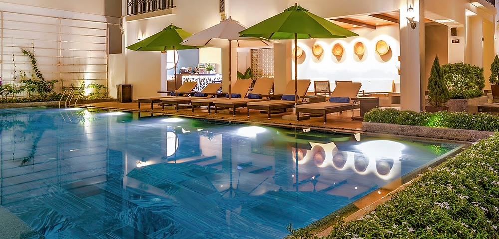 Laluna Riverside Hotel & Spa Pool bar area