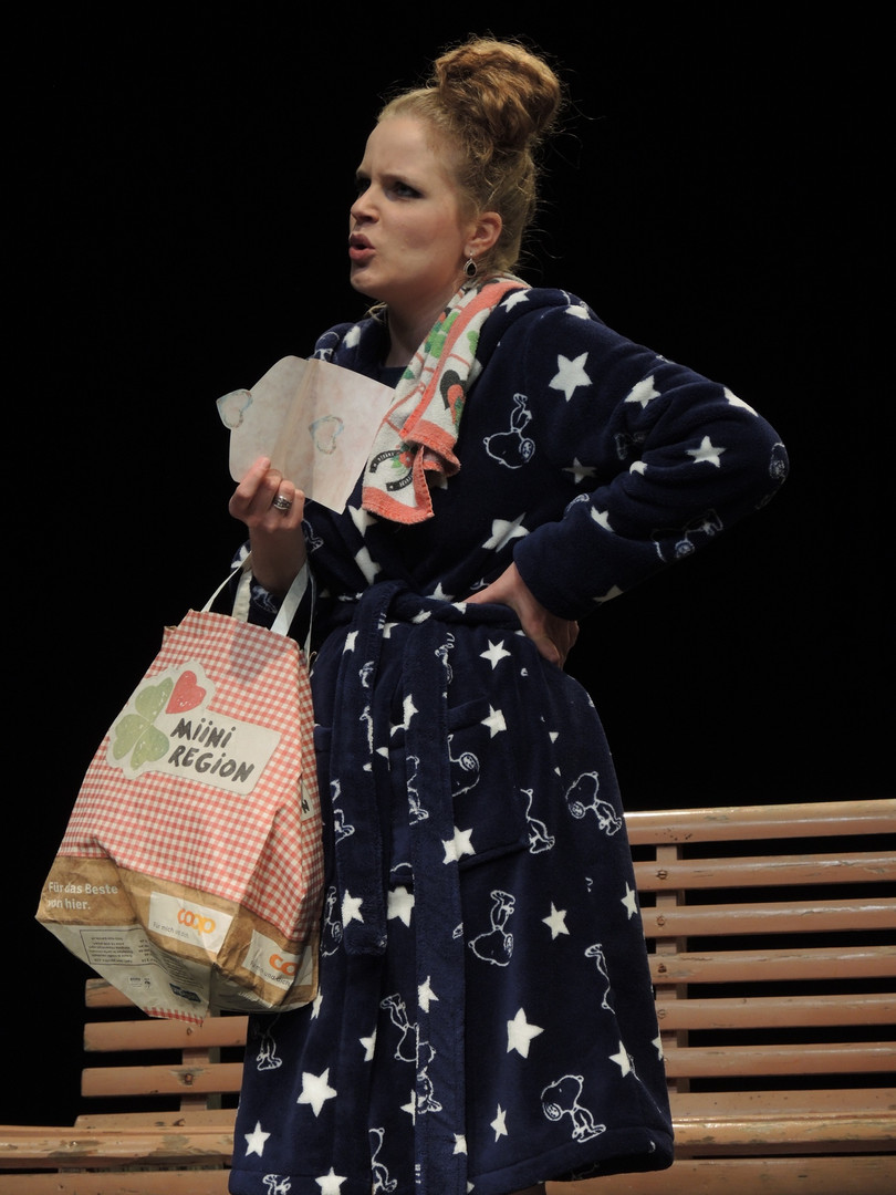 """Rahel Bünter als Frau Fluth in """"Die lustigen Weiber von Windsor"""" von Carl Otto Nicolai"""