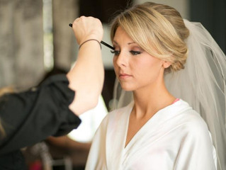 4 Reasons to Hire a Makeup Artist for Your Wedding Day