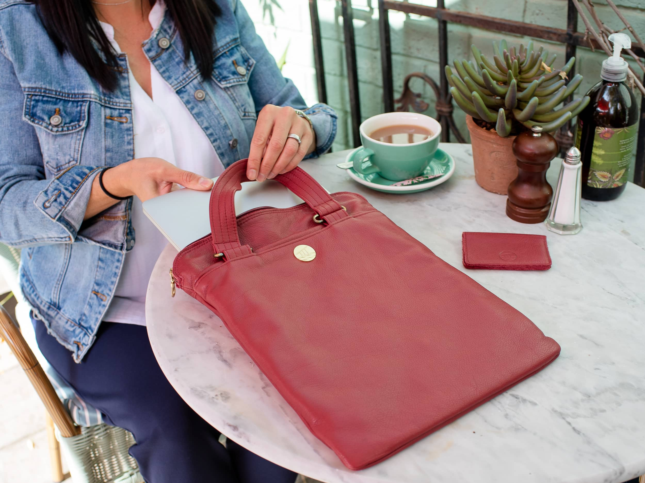 Alderstyle British berry red laptop slee