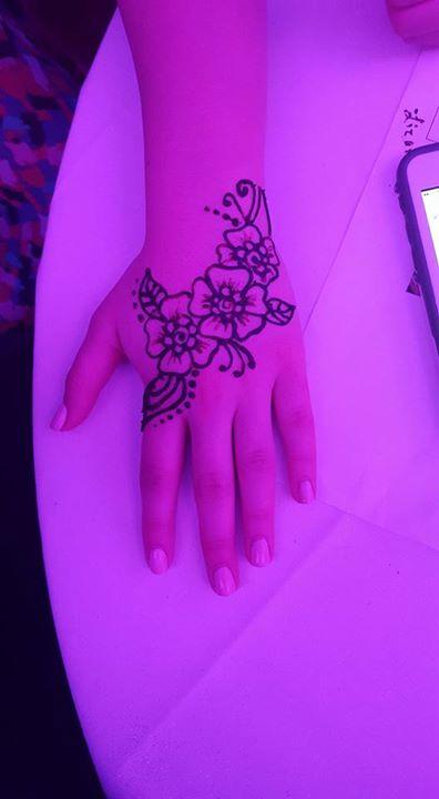 Henna _)