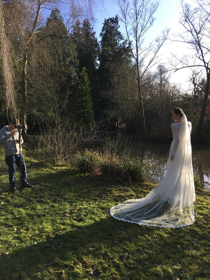 Video of the bride by the lake