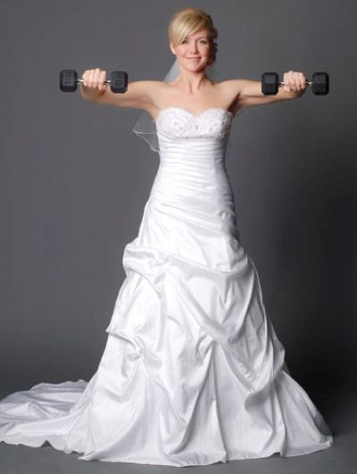 Bride lifting weights