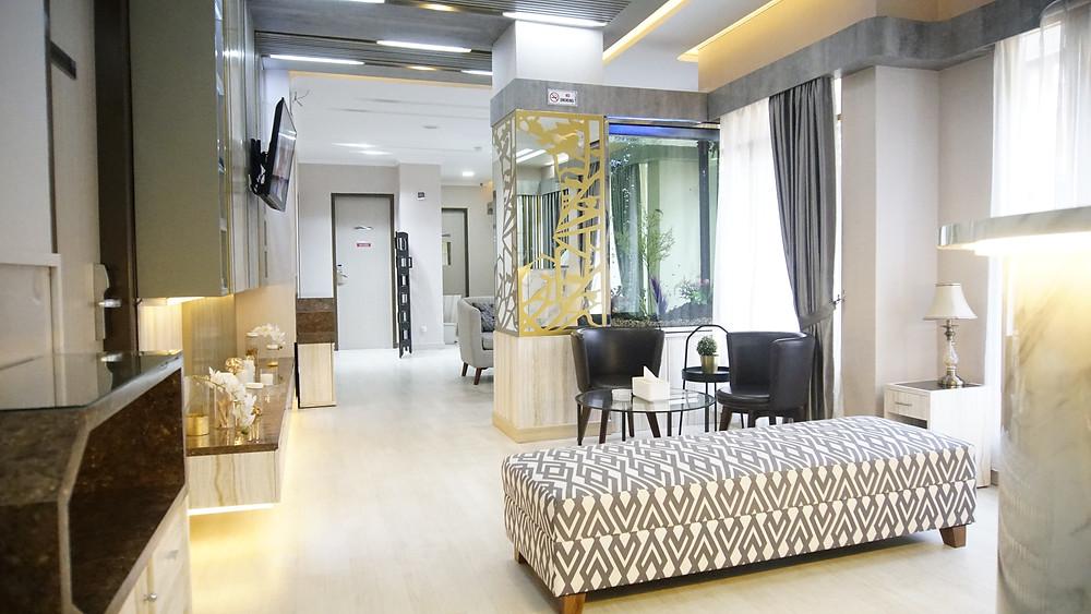 Plasthetic Clinic, merupakan klinik kecantikan yang berfokus pada estetika serta kesehatan.