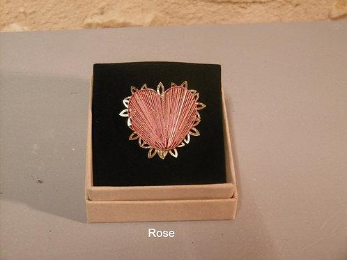 Broche cœur Rose en paille de seigle