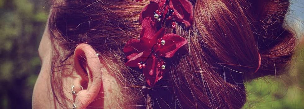 Haarscmuck mit Blumen und Perlen