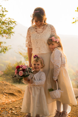 Braut mit Blumenmädchen