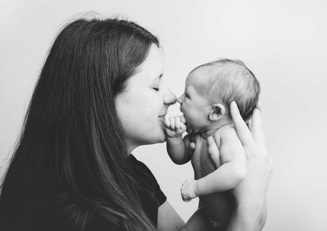 Babynase an Mamas Nase