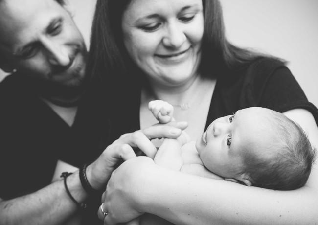 stolze Eltern mit ihrem kleinem Baby