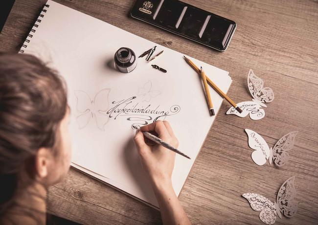 Handgemachte Kalligraphie für Hochzeiten