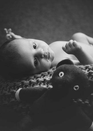 Baby mit Mr. Bean Bär